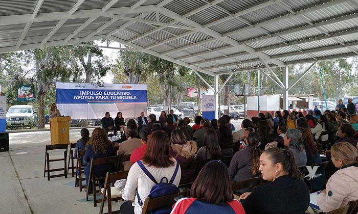 Entrega Gobierno de Baja California cheque del Programa Impulso Educativo