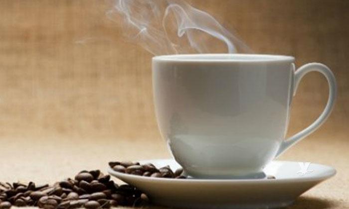 Las bebidas calientes podrían causarte cáncer de esófago