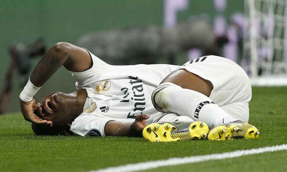 Real Madrid informa que Vinicius Jr. sufrió ruptura de ligamentos en su partido contra el Ajax