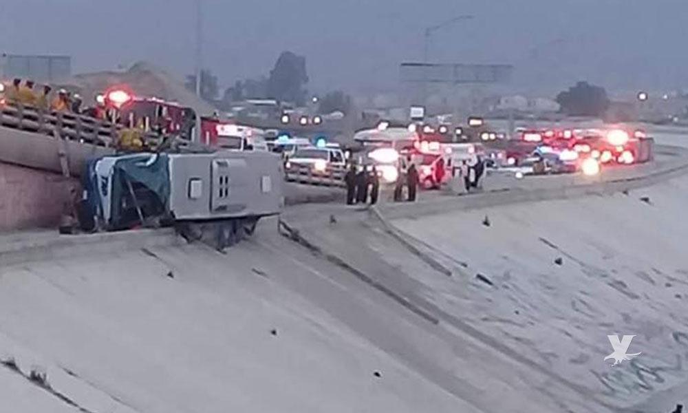 Volcadura de autobús TAP que venía de Guadalajara a Tijuana deja 2 personas muertas