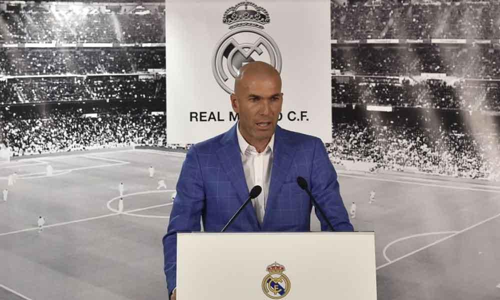 Zinedine Zidane es presentado oficialmente con el Real Madrid