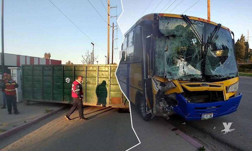 """Camión de """"Los Amarillos"""" impacta contenedor de basura en Tecate, 7 personas lesionadas"""