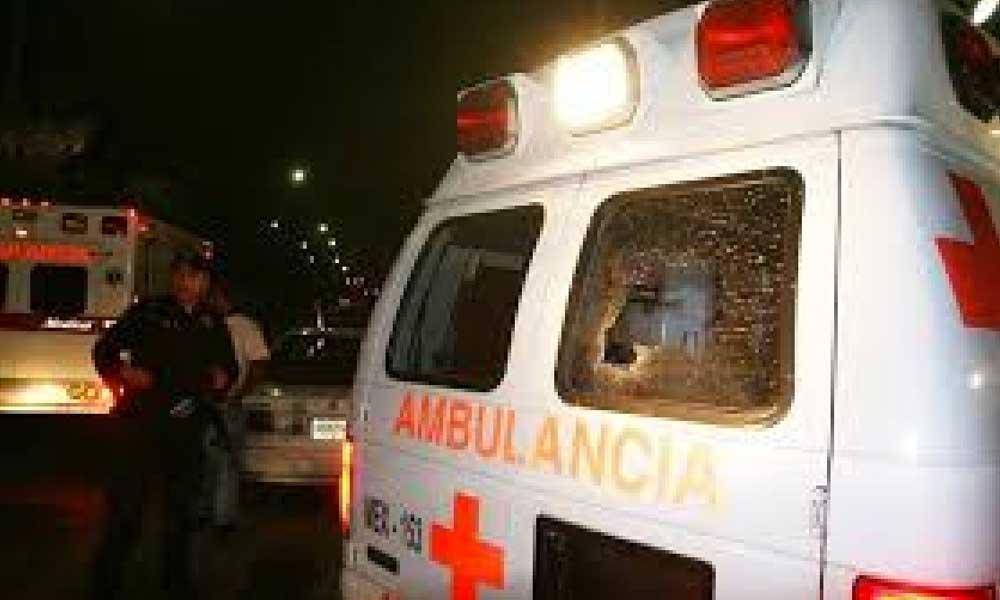 Comando armado remata a mujer mientras era trasladada en una ambulancia