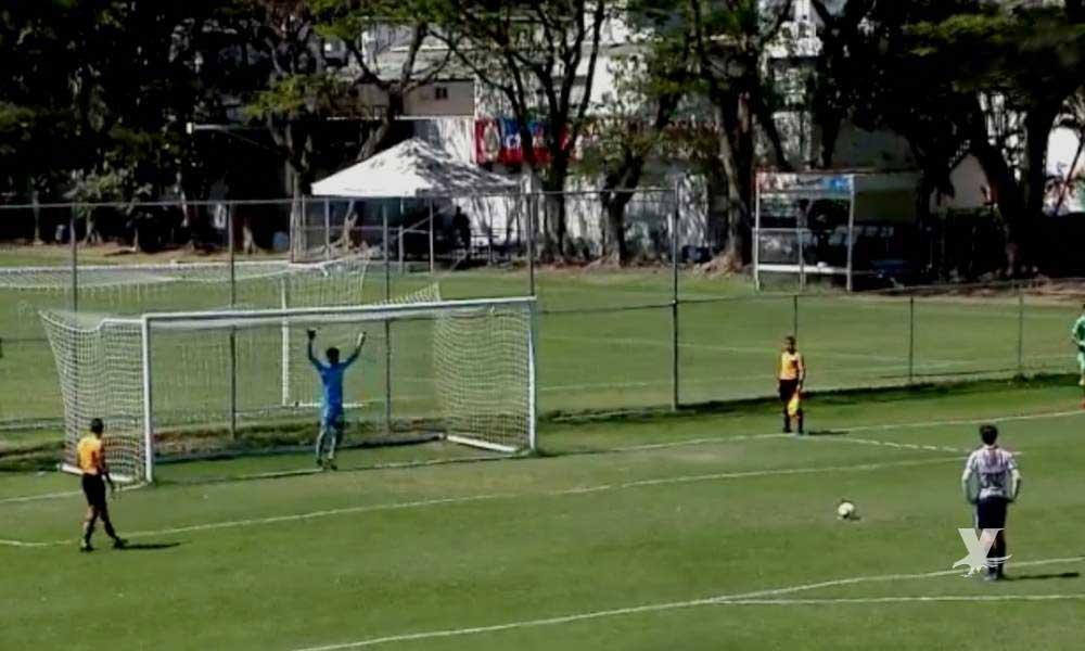 (VIDEO) Futbolista de Chivas anota increíble penal con ayuda del portero