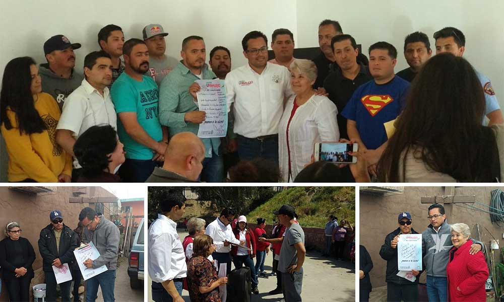 Firma Javier Urbalejo compromisos de pavimentación en Tecate
