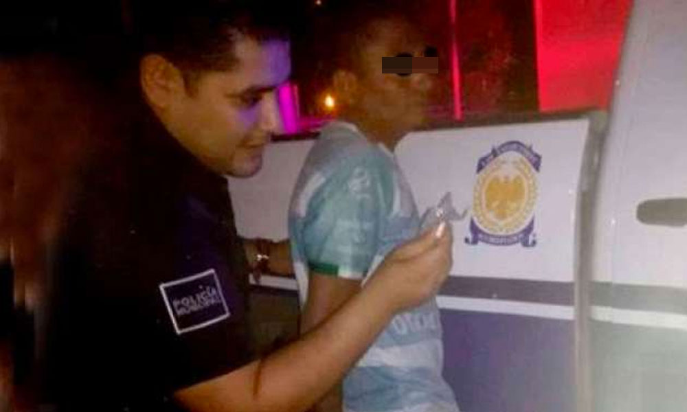 Hondureño es detenido por empleados de 'Brigadas del Sol' robando partes de una unidad de rescate
