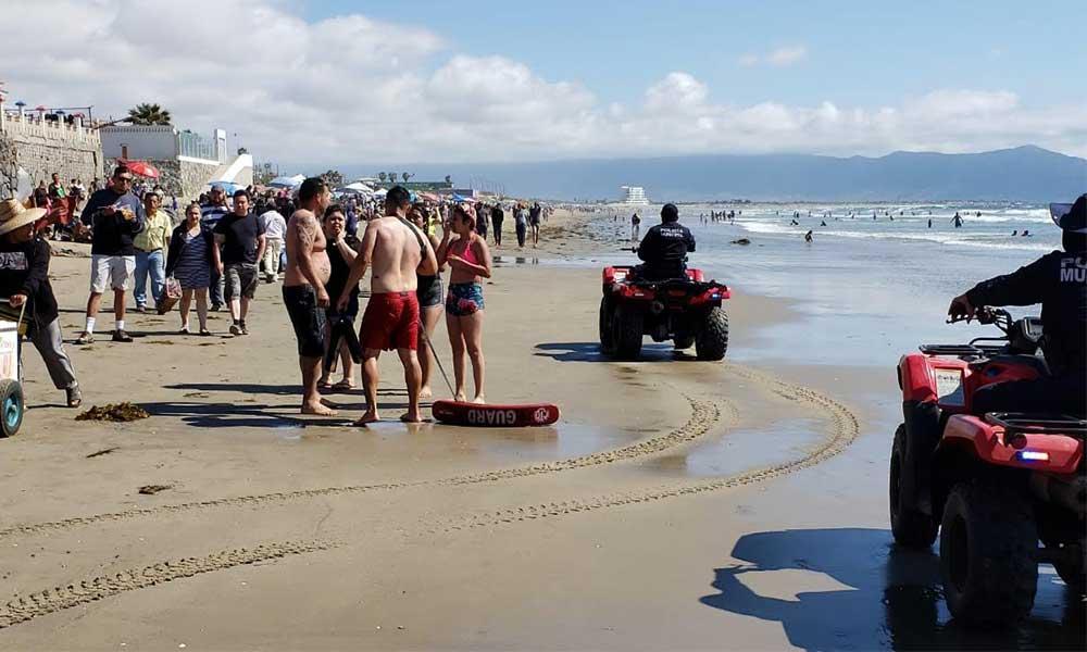Rescatan salvavidasa dos tecatenses en Playa Hermosa de Ensenada