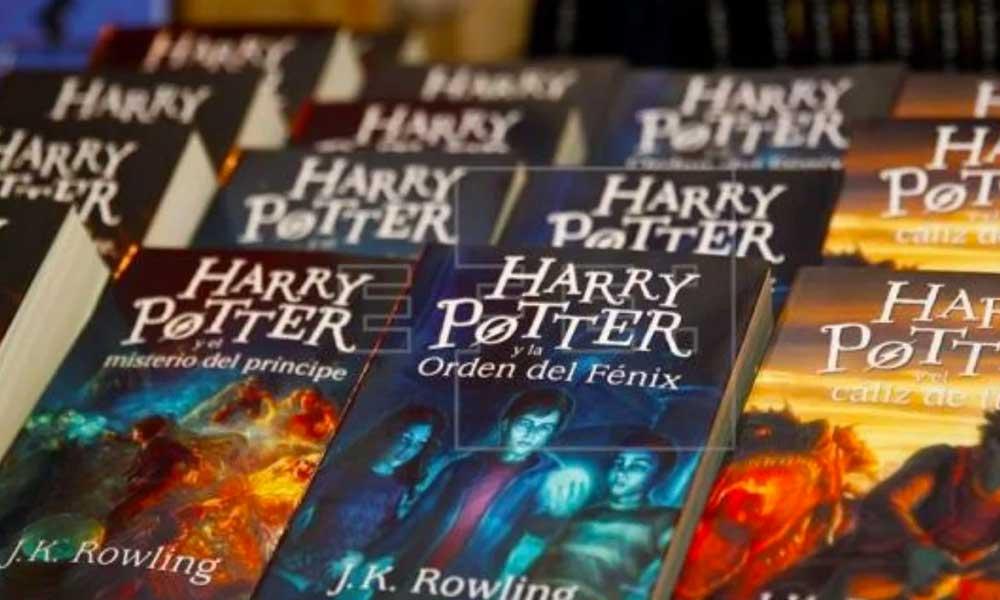 Sacerdotes queman libros de Harry Potter por orden de Dios