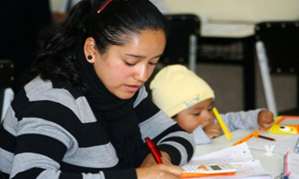 Madres solteras serán becadas para continuar con sus estudios universitarios