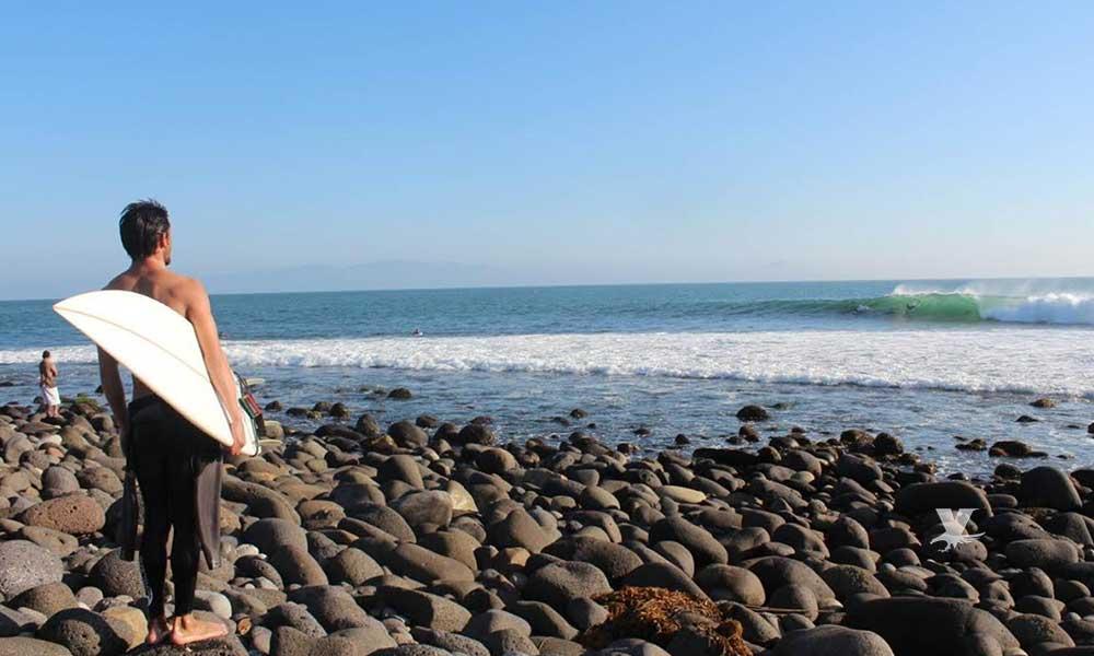 Son olas de Todos Santos en Ensenada un atractivo para surfistas de todo el mundo