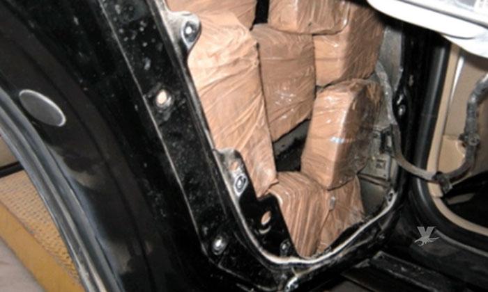 Madre e Hija son detenidas en garita mientras intentaban cruzar 126 paquetes de metanfetamina