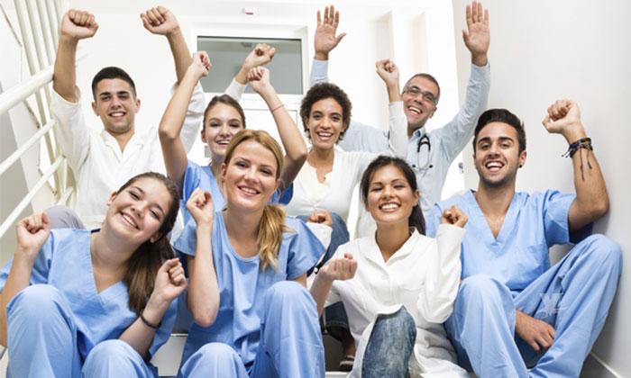 Por ser Enfermero en Alemania podrías ganar un salario de 38 mil pesos mensuales