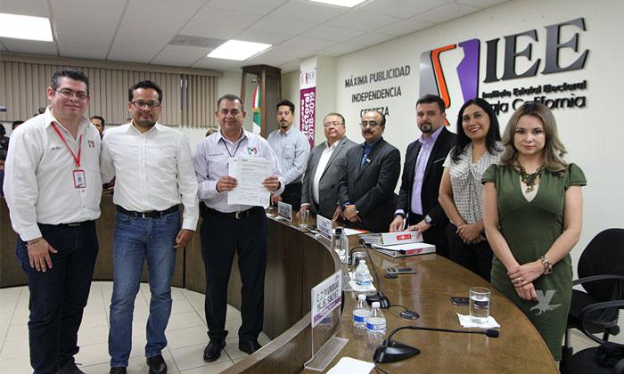Registra Javier Urbalejo su candidatura por la Presidencia Municipal de Tecate
