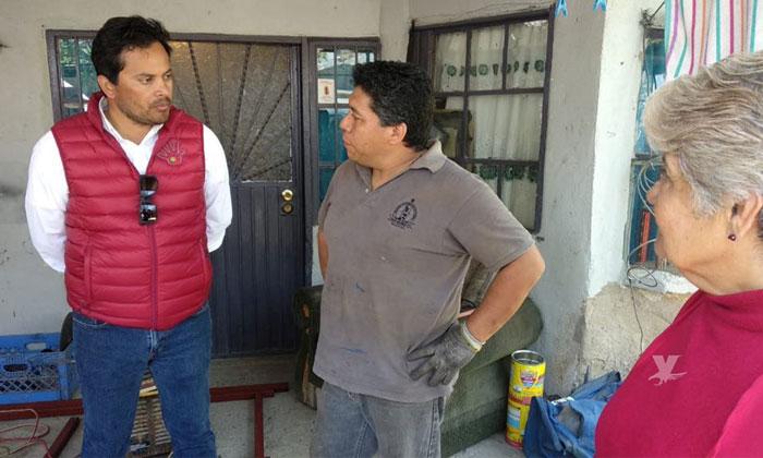 Recorre Javier Urbalejo colonia de Tecate como parte de su campaña electoral