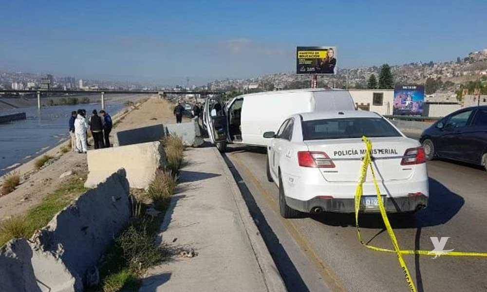 Encuentran encobijado en la Vía Rápida de Tijuana
