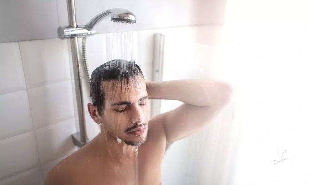 Bañarse con agua caliente puede ser más efectivo que realizar ejercicio para bajar de peso
