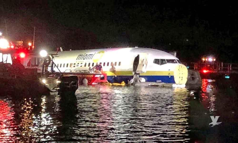 Avión Boeing 737 cayó en Estado Unidos y quedó flotando en un río