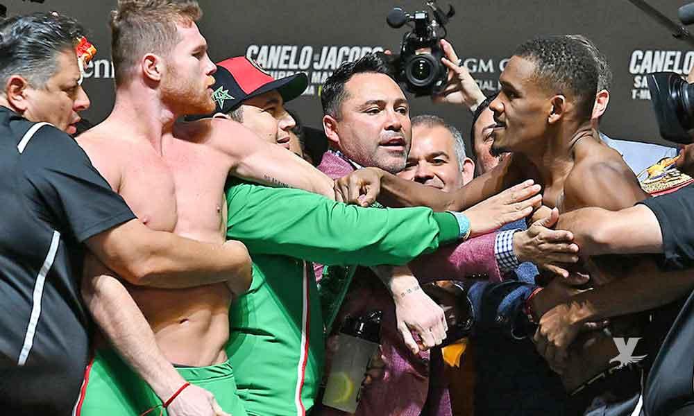 (VIDEO) 'Canelo' Álvarez y Daniel Jacobs a punto de irse a los golpes en el pesaje oficial