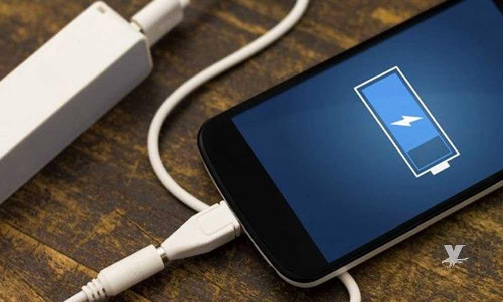 Cargar la batería de tu celular de estas formas puede dañarla