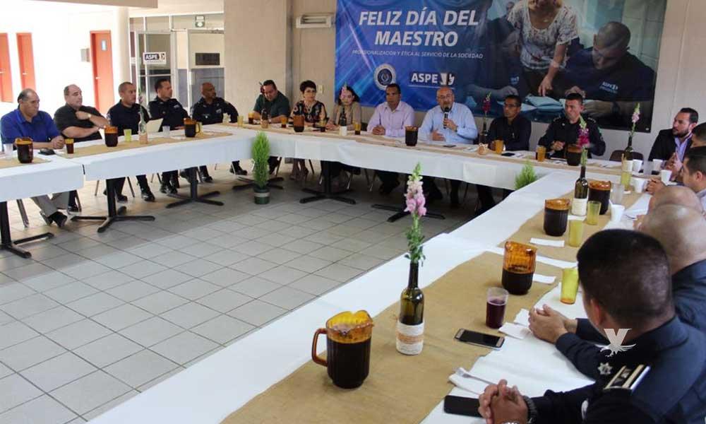 Reconocen a docentes de la ASPE por ser pieza clave en la seguridad de Baja California