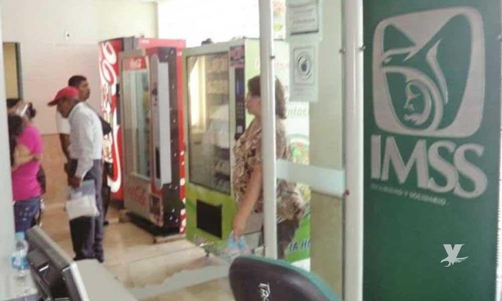 Hombre muere sentado en una banca del IMSS esperando un doctor