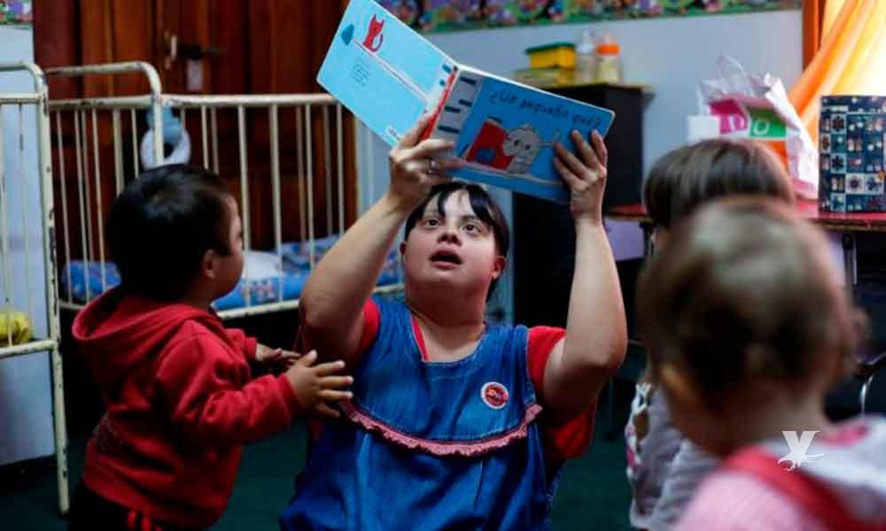 Noelia es la primera maestra con Síndrome de Down en dar clases en una escuela de Argentina