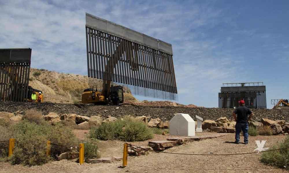 Seguidores de Trump comienzan a levantar muro privado en la frontera