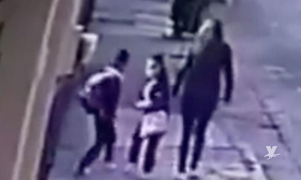 (VIDEO) Madre y sus dos hijos son secuestrados frente a vecinos