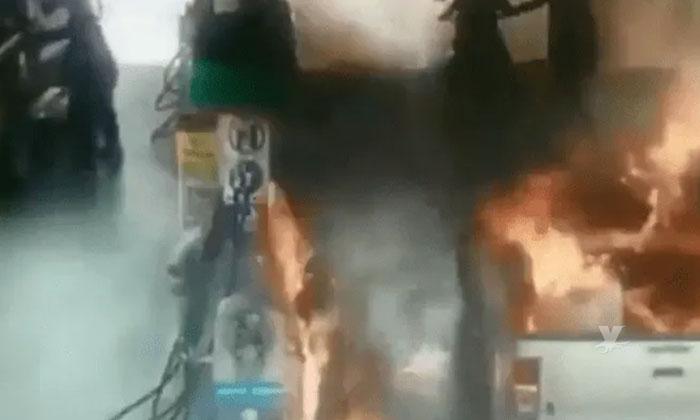 Resultan heridos padre e hija durante incendio cuando se encontraban cargando gasolina