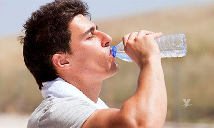 Muere hombre de un infarto después de beber agua helada