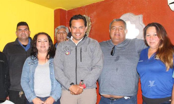 Se reúne Javier Urbalejo con prestadores de servicio de transporte en Tecate