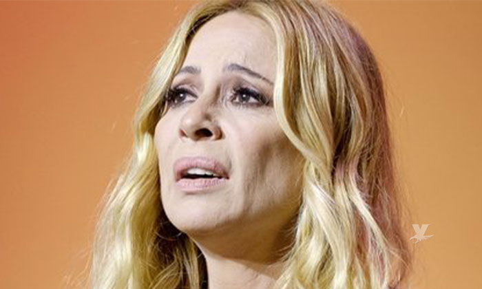 (VIDEO) Marta Sánchez es atacada con huevos durante concierto en apoyo a la comunidad LGBTTI