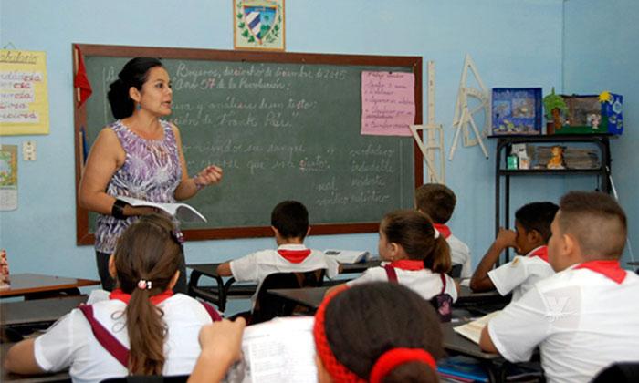 Mañana 15 de mayo solamente descansan maestros y alumnos