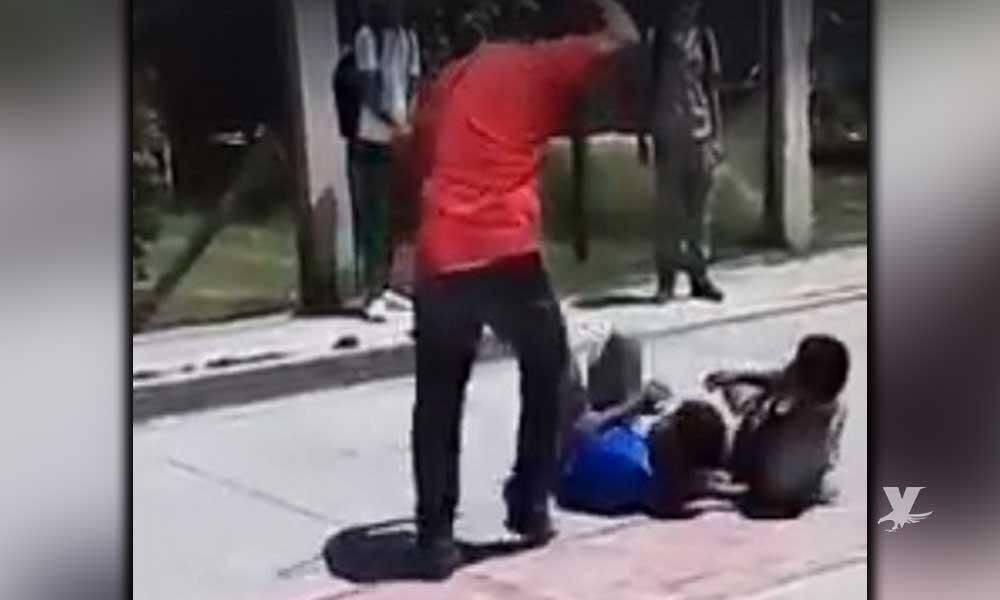 (VIDEO) Maestro de secundaria termina con pelea entre alumnos a 'cinturonazos'