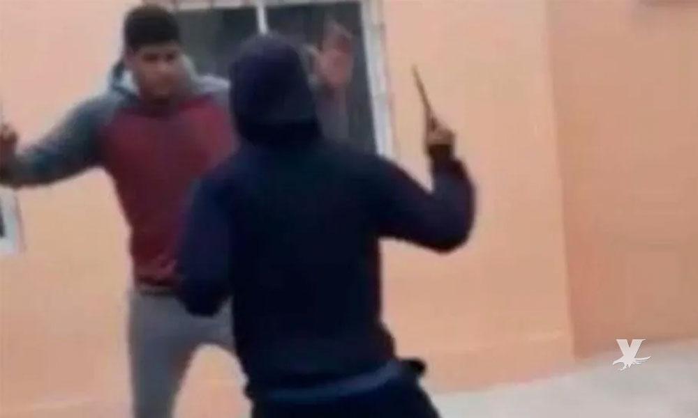 (VIDEO) Estudiante ataca con un cuchillo a un compañero en el receso