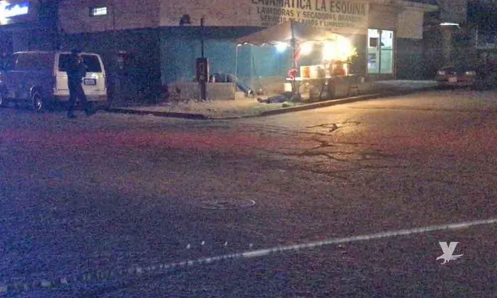 Acribillan a dos hombres en Tijuana frente a personas que pasan por el lugar