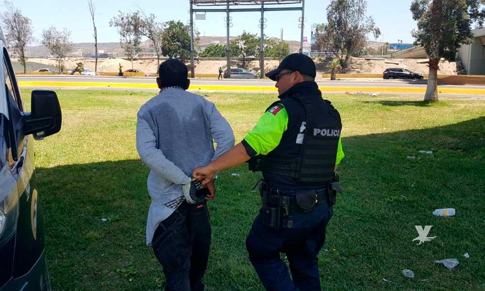 Arrestan a 16 en garita de San Ysidro