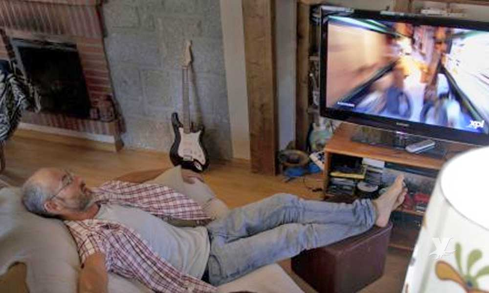Dormir con la luz o la televisión encendida podría causarte subir de peso