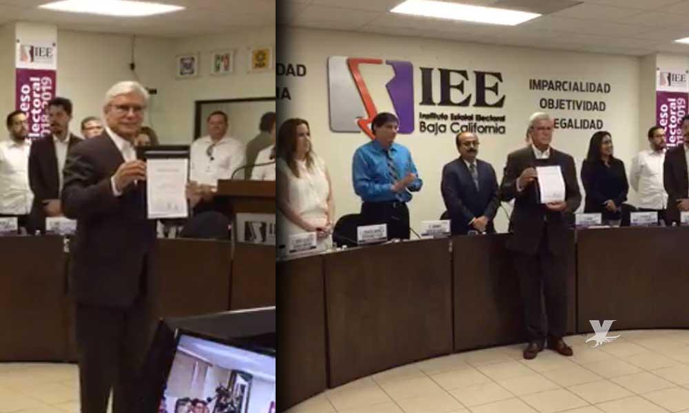 Entrega IEE a Jaime Bonilla su constancia como gobernador electo de BC