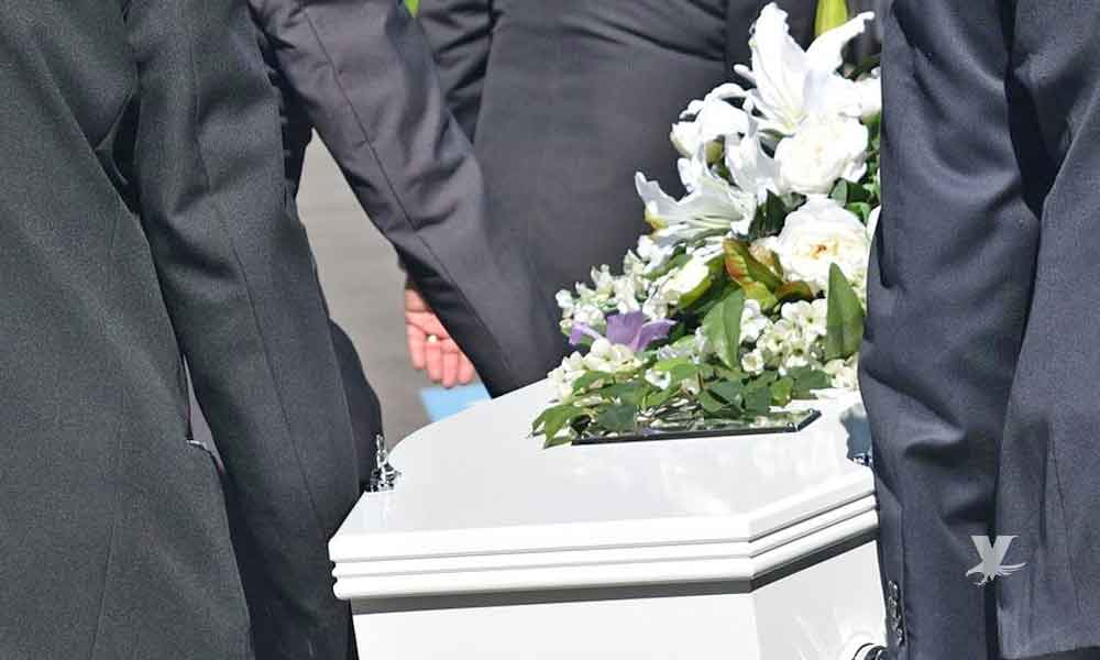 Padres entierran a bebé recién nacido que no era de ellos por error de hospital