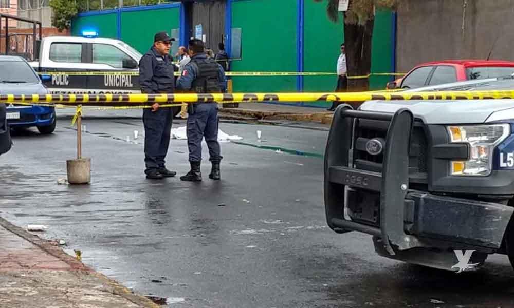 Niño de 8 años muere afuera de una escuela al quedar en medio de una balacera