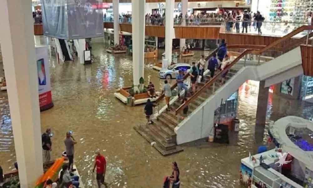 (VIDEO) Plaza comercial en México se inunda y músicos tocan la canción de Titanic