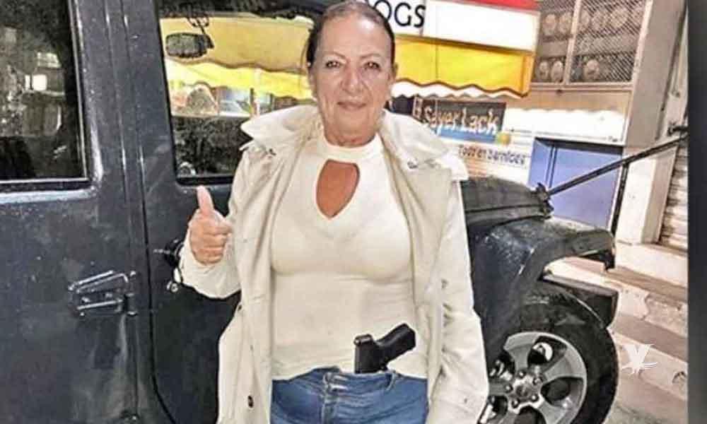 Senadora de Morena presume foto portando arma exclusiva del ejército