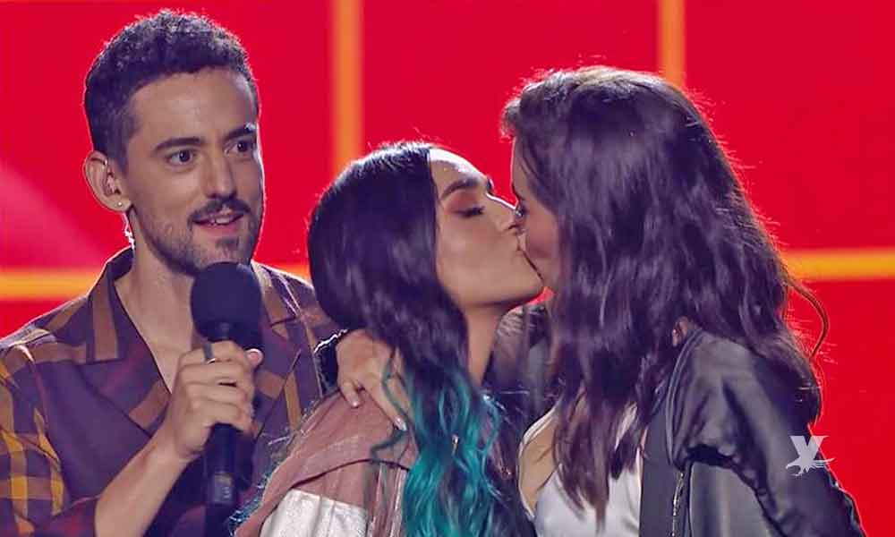 (VIDEO) Las Youtubers Calle y Poché se roban los premios MTV Miaw 2019 con tremendo beso