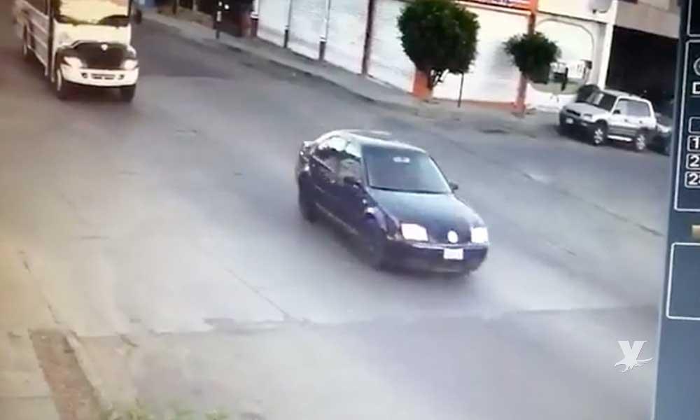 (VIDEO) Atropellan a mujer frente a la secundaria 19 de Tecate, el responsable se dio a la fuga