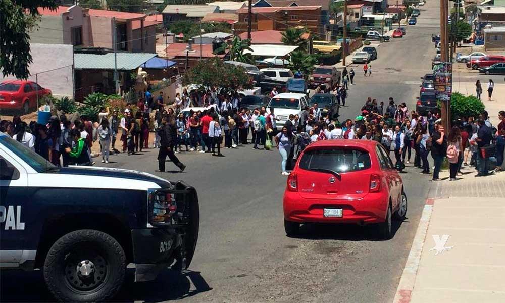 Evacúa Protección Civil a estudiantes por presunta amenaza de bomba
