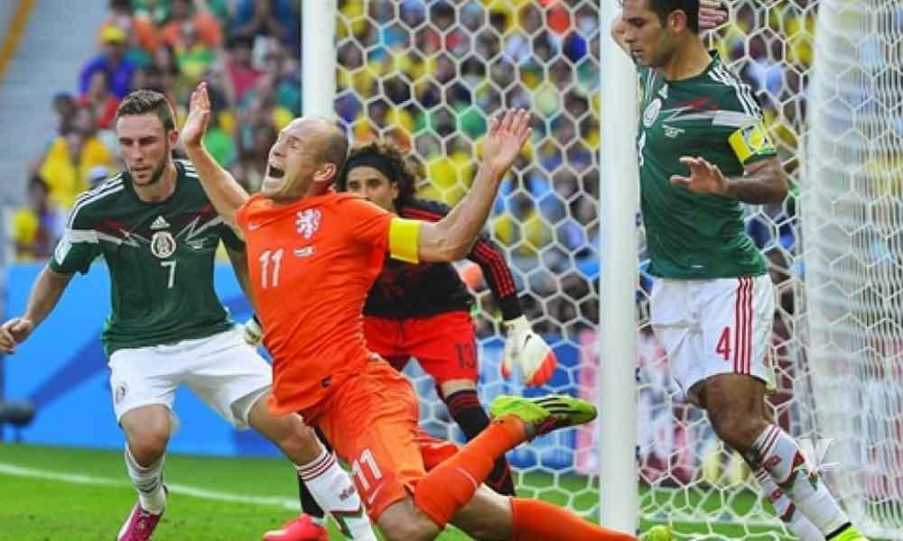 Arjen Robben se retira del fútbol profesional, recordado por el #NoEraPenal