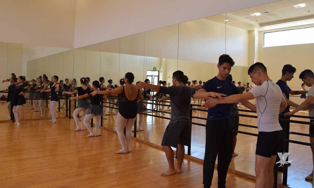 CEART Tecate imparte clase magistral de ballet