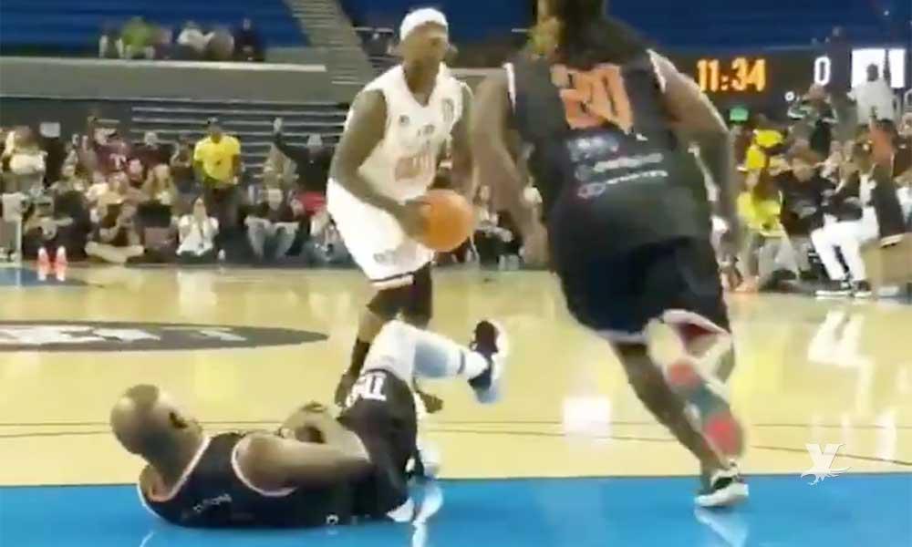 (VIDEO) Floyd Mayweather es humillado y derribado en una cancha de basquetbol