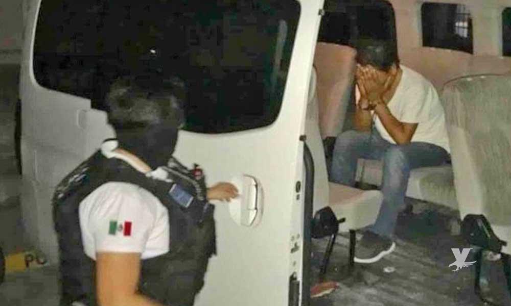 Pastor es detenido mientras violaba en estacionamiento de Plaza Sendero a su hijastra